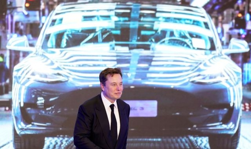 Tesla worth $1trn as investors cheer deal with Hertz which has ordered 100,000 electric vehicles